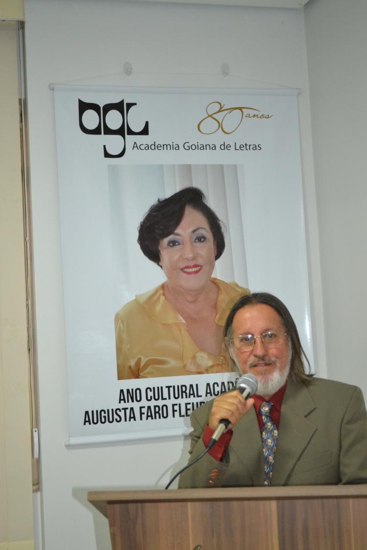 Adalberto de Queiroz toma posse na Academia Goiana de Letras